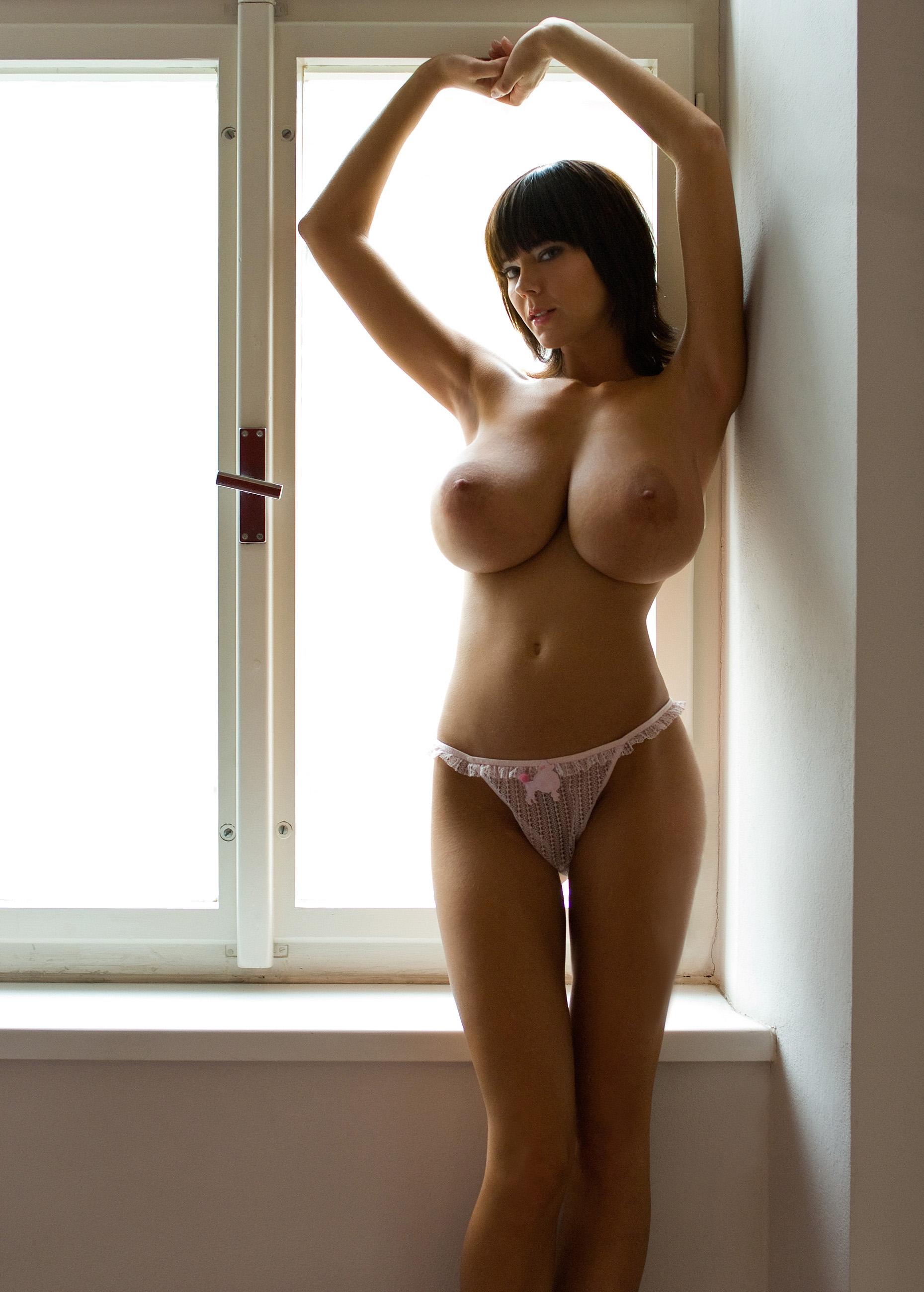 Худые девушки с огромной грудью