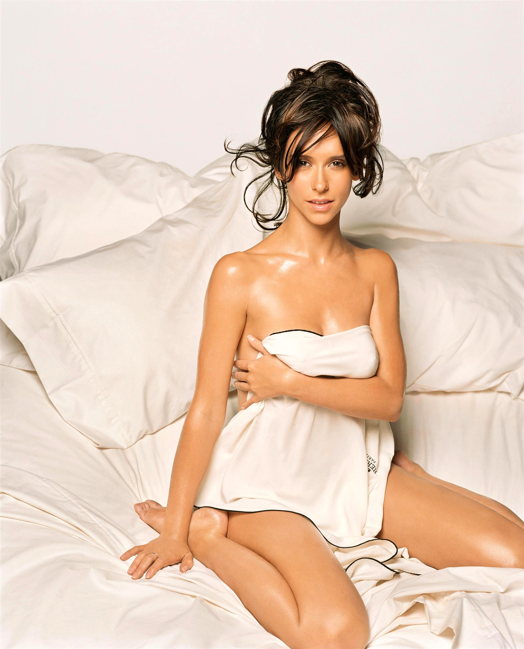 Jennifer love hewitt sexy and provocative pictures