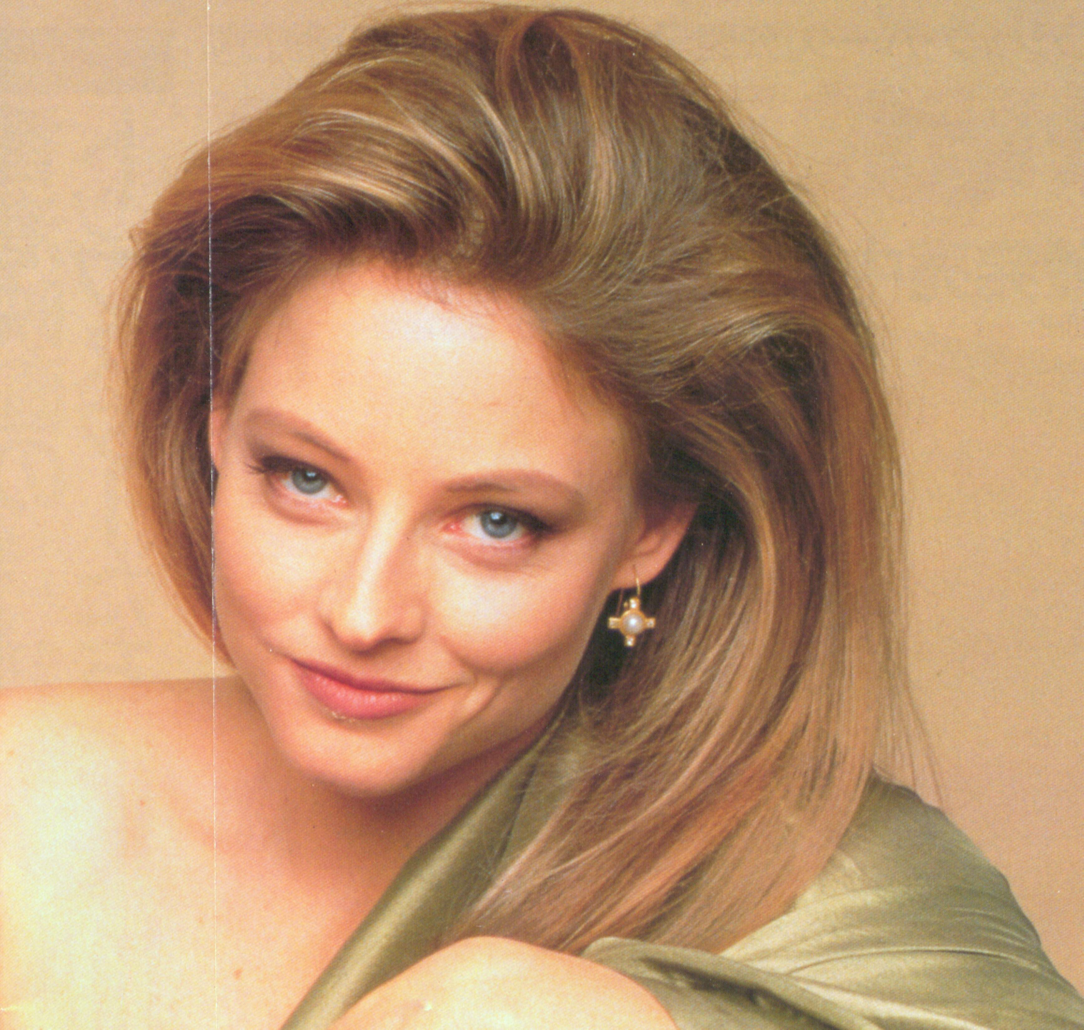 http://www.celebstar.net/pictures/jodie_foster/more-free-pictures/jodie-foster_674.jpg