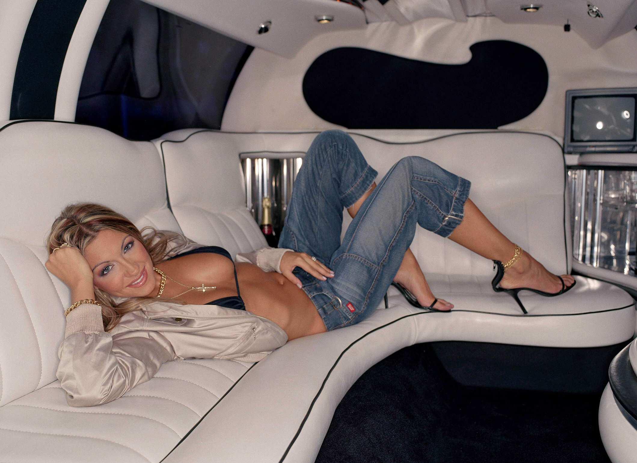 паблик секс в лимузине просто жду