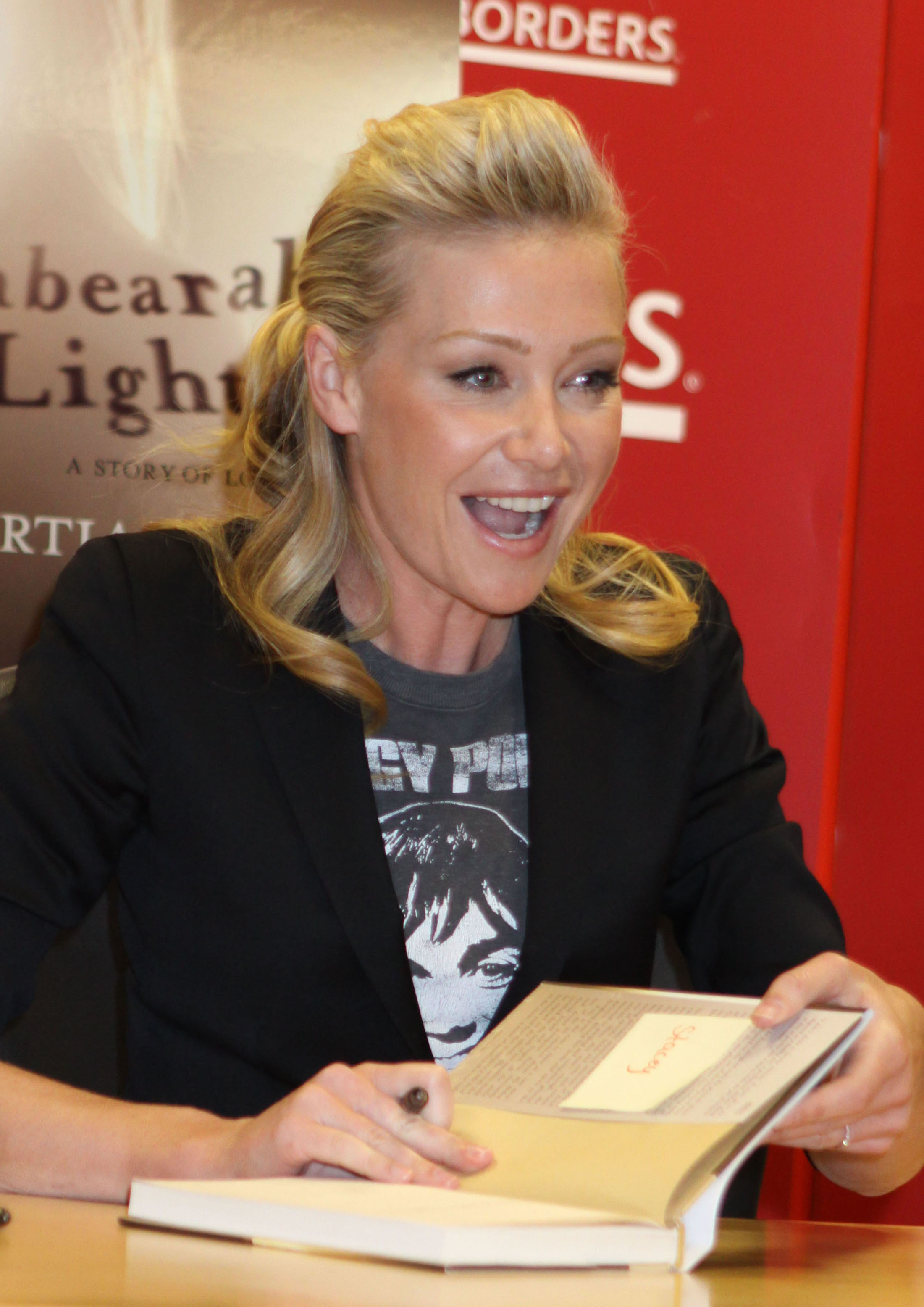 unbearable lightness portia de rossi essay Watch video watch portia de rossi's 'unbearable lightness' actress portia de rossi says her decades-long battle with eating disorders was an excruciating experience that.