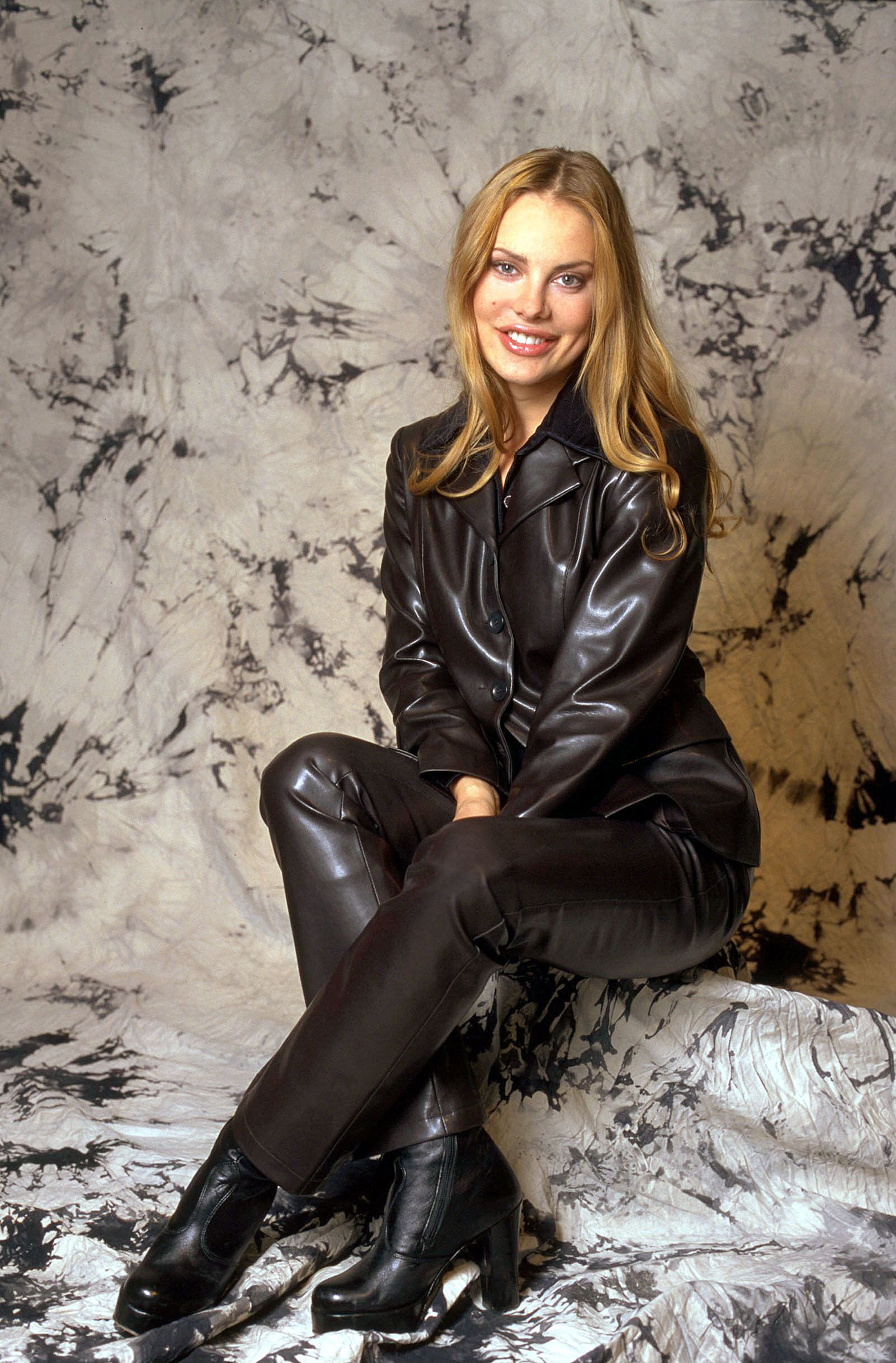 Эротическое фото женщин в кожаной одежде 22 фотография